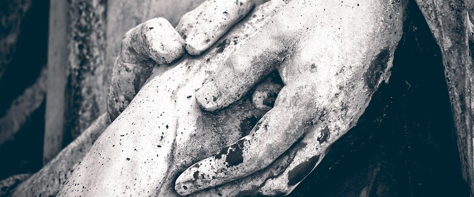 hands-holding-pixabyfree-1670234_960_720
