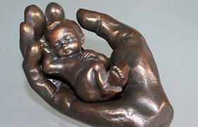 baby-in-hand-1174988__180